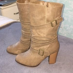 Shoes - Brown boots with heel and buckled